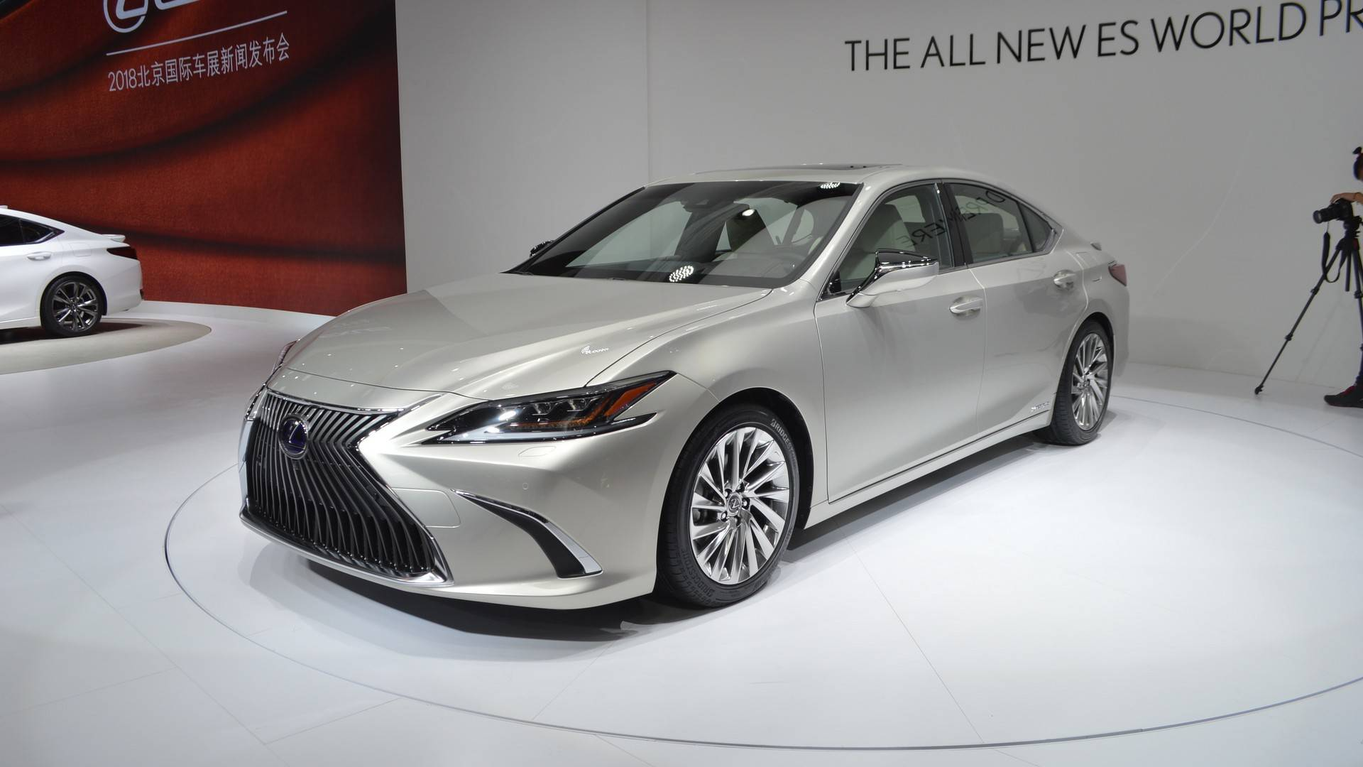 The 7th instalment in the Lexus ES series comes out later this year